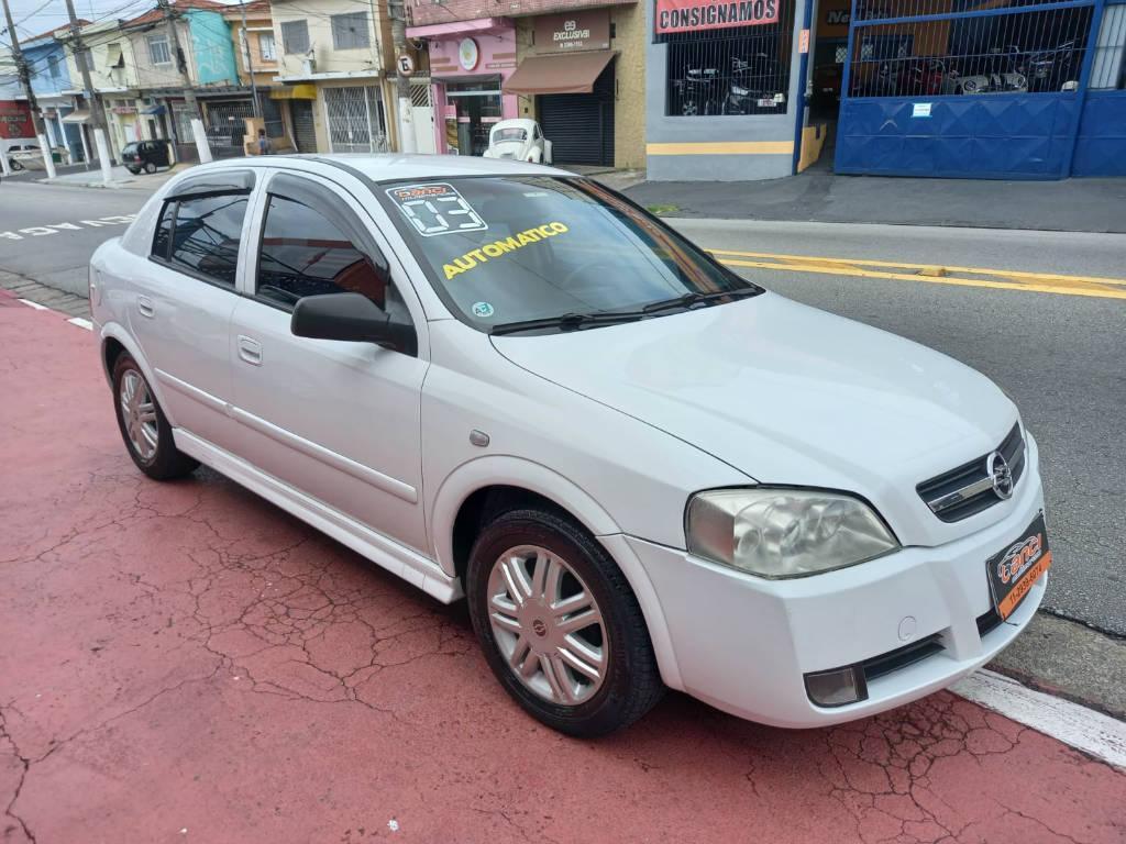 Foto numero 2 do veiculo Chevrolet Astra HATCH 5P CD - Branca - 2003/2003