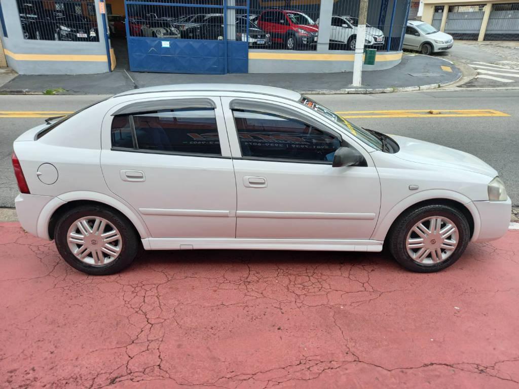 Foto numero 4 do veiculo Chevrolet Astra HATCH 5P CD - Branca - 2003/2003