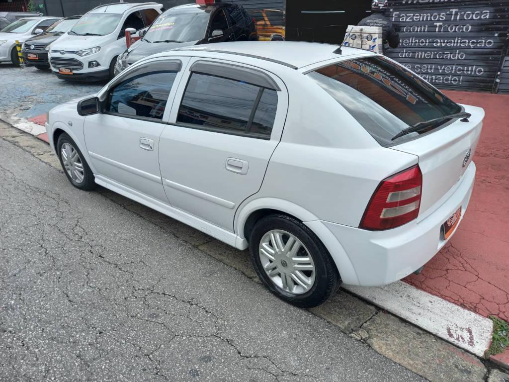 Foto numero 5 do veiculo Chevrolet Astra HATCH 5P CD - Branca - 2003/2003