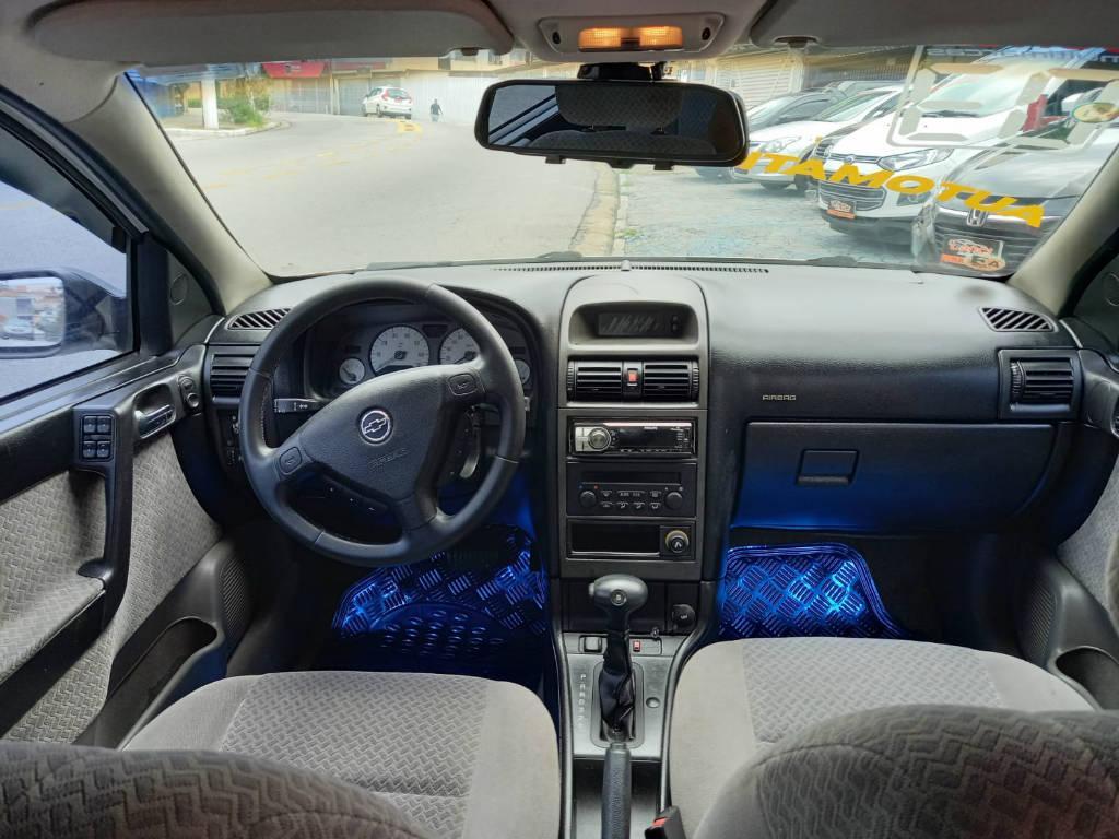Foto numero 7 do veiculo Chevrolet Astra HATCH 5P CD - Branca - 2003/2003