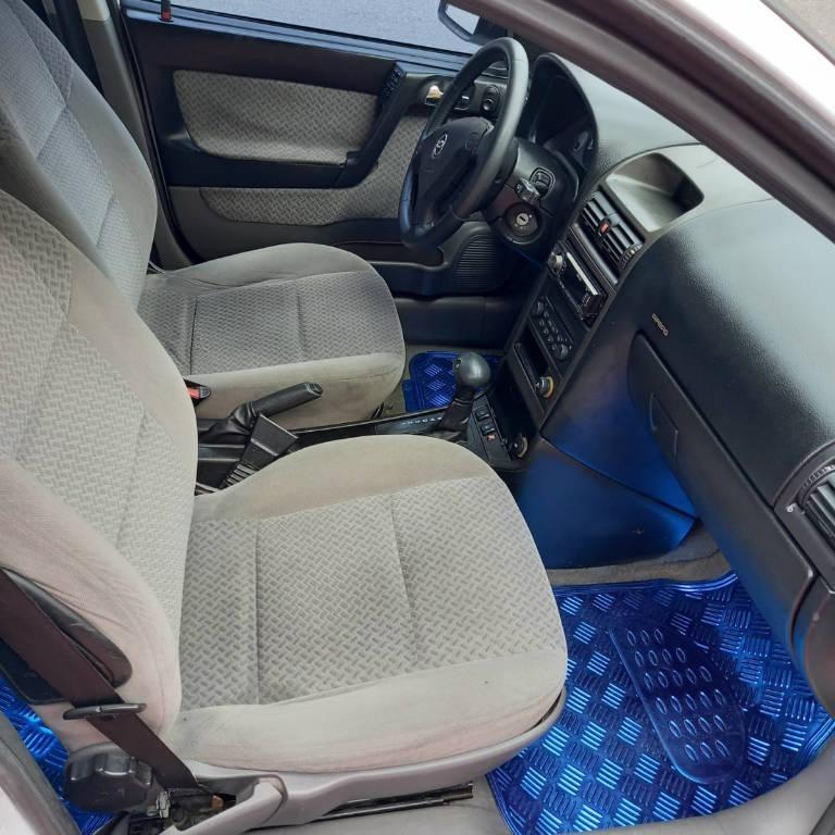 Foto numero 8 do veiculo Chevrolet Astra HATCH 5P CD - Branca - 2003/2003